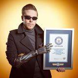 Młody Brytyjczyk otrzymał bioniczną protezę wzorowaną na ręce Adama Jensena z Deus Ex